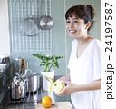 キッチン 女性 ポートレート  24197587