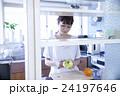 キッチン 女性 ポートレート  24197646