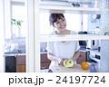 キッチン 女性 ポートレート  24197724
