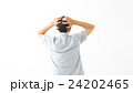 頭を抱える男性 頭痛 24202465
