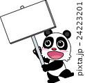 メッセージボードを持つパンダ 24223201