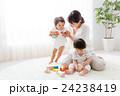 赤ちゃん 積み木 おもちゃの写真 24238419