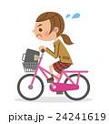 必死に自転車をこぐ女子生徒 24241619
