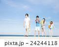 夏を楽しむ男女 24244118
