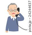 電話する老人 びっくり 24244637