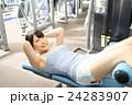 トレーニング 女性 スポーツジムの写真 24283907