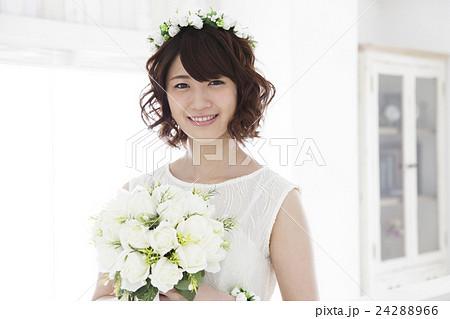 結婚 ウエディング 花嫁 カジュアルウエディング ブライダル 新婦 女性 ウェディング  24288966