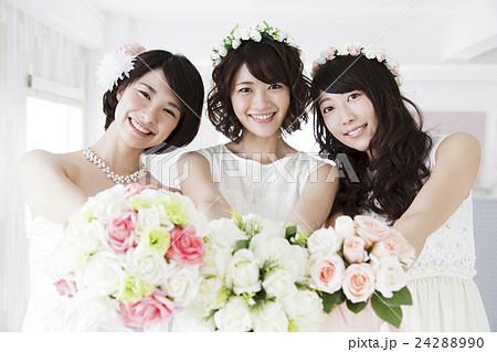 結婚 ウエディング 花嫁 カジュアルウエディング ブライダル 新婦 女性 ウェディング  24288990