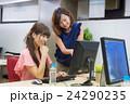 オフィスの女性 24290235