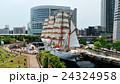 係留中の日本丸 24324958