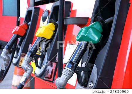 ガソリンスタンド 給油 24330969