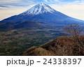 精進湖パノラマ台から見る初冬の富士山 24338397