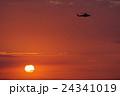 ヘリコプターと夕陽 24341019