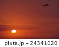 ヘリコプターと夕陽 24341020