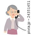 電話と驚くおばあちゃん 24351451