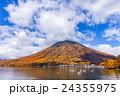 栃木県日光市 男体山と中禅寺湖 10月 24355975