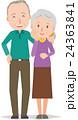 おばあさんの肩を抱くおじいさん 24363841