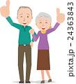 いいね!と親指を立てる老夫婦 24363843