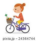 カゴに買い物袋を入れ自転車を運転する女性 24364744