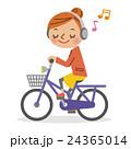 ヘッドフォンで音楽を聴きながら自転車を運転する女性 24365014