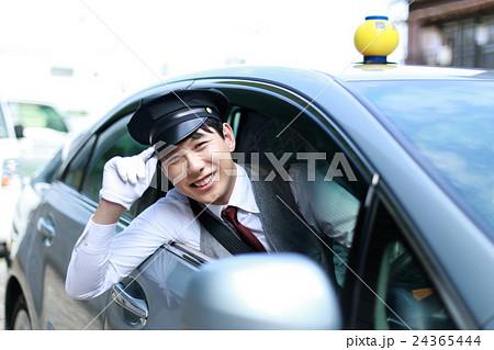 タクシー TAXI (男性 乗用車 サラリーマン 30代 会社員 営業車 ドライバー 運転手 制帽) 24365444
