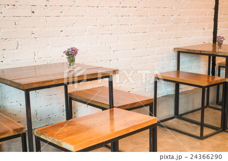 Room interior white brick wall with wooden tableの写真素材 [24366290] - PIXTA
