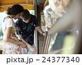 外国人 カップル 旅行者の写真 24377340