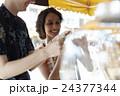 谷根千観光する外国人 煎餅屋 24377344