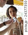 外国人 カップル 旅行者の写真 24377350
