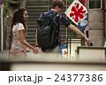 外国人 カップル 旅行者の写真 24377386
