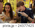 外国人 カップル 観光客の写真 24377425