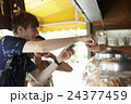 外国人 カップル 旅行者の写真 24377459