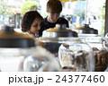 外国人 カップル 旅行者の写真 24377460