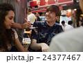 ポートレート 外国人 カップルの写真 24377467