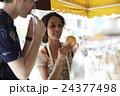 谷根千観光する外国人 煎餅屋 24377498