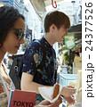 谷根千を観光する外国人旅行客 24377526