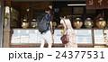 谷根千観光する外国人 煎餅屋 24377531