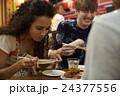 人物 外国人 カップルの写真 24377556