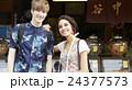 谷根千観光する外国人 煎餅屋 24377573