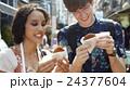 谷根千を観光する外国人旅行客 24377604