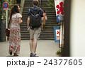 外国人 カップル 旅行者の写真 24377605