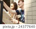 外国人 カップル 旅行者の写真 24377640