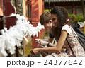 寺を観光する外国人旅行客 24377642