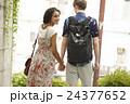 外国人 カップル 散歩の写真 24377652