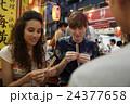 日本食を楽しむ外国人旅行客 24377658