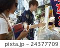 谷根千を観光する外国人旅行客 24377709