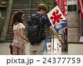外国人 カップル 観光客の写真 24377759