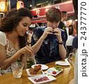 ポートレート 外国人 カップルの写真 24377770