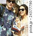 外国人 カップル 観光客の写真 24377790