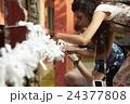 寺を観光する外国人旅行客 24377808